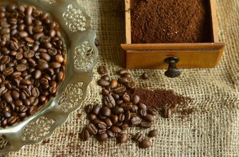 How to grind coffee beans without a grinder, coffee beans and ground coffee