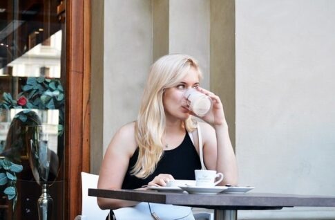 How long to perk coffee, blond lady drinking coffee