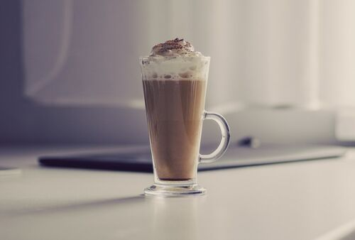 Why and How to Use Heavy Whipping Cream for Coffee, coffee with whipped cream