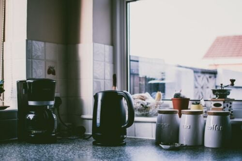 Best Coffee Maker Under 100, coffee maker and an electric carafe on a kitchen countertop